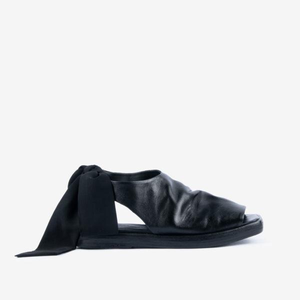 Sandalo-in-pelle-nera-con-laccio-in-tessuto-ernesto-dolani