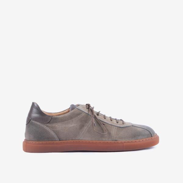 Sneaker-uomo-pelle-scamosciata-color-terra-dettagli-impunture-a-mano-ernesto-dolani